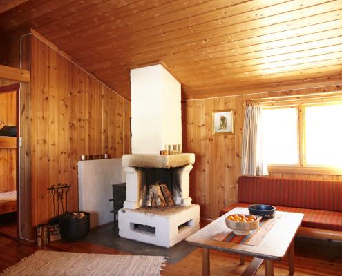 Stue, sett fra spisekrok/kjøkken, på Bjørkestua.